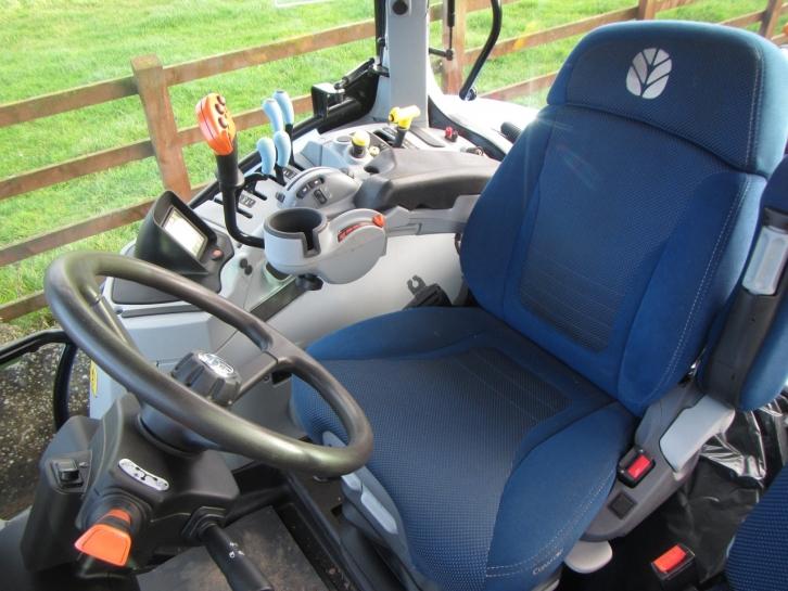 New Holland T7 210, 04/2016, 1,180 hrs | Parris Tractors Ltd